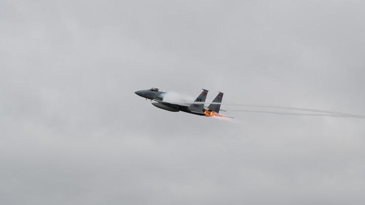 Израильский истребитель оказался американским: Пассажиры засняли натиск F-15 над Сирией