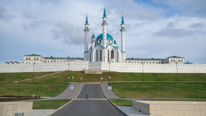 Хорошо, что не из старых газет: В Сети высмеяли новый пластмассовый мост в Татарстане, который... закроют зимой