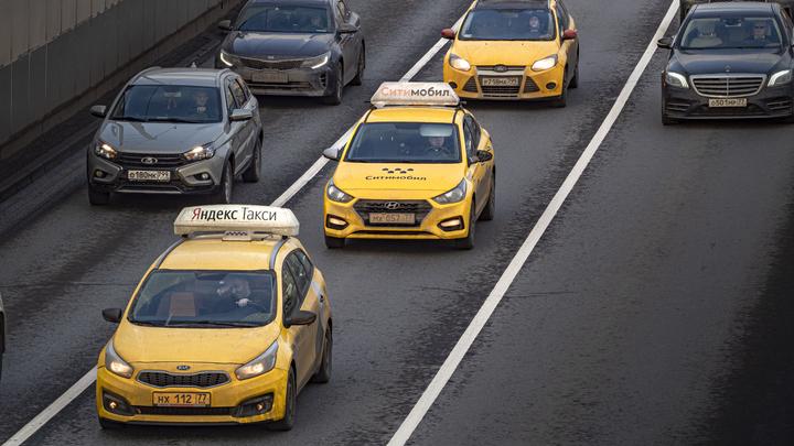 Слишком дешёвый заказ: В Нижнем Новгороде таксист вышвырнул из машины пассажирку и избил её