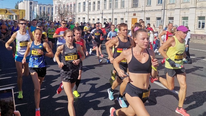 Во Владимире наградили победителей полумарафона Золотые ворота, ради которого перекрывали центр