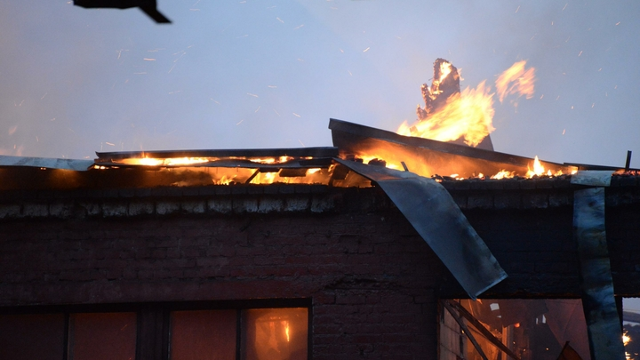 В Рязани горит предприятие по розливу жидкости для розжига - видео