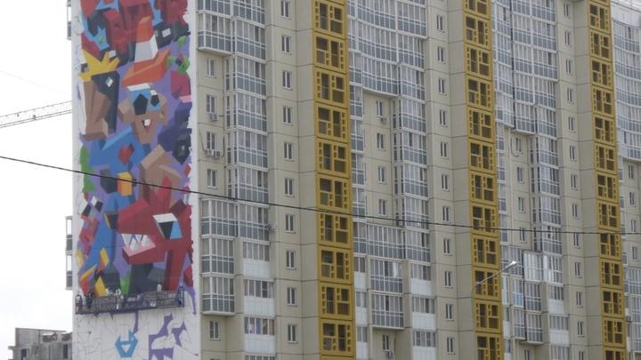 Падение школьницы с крыши многоэтажки в Челябинске попало на видео регистратора