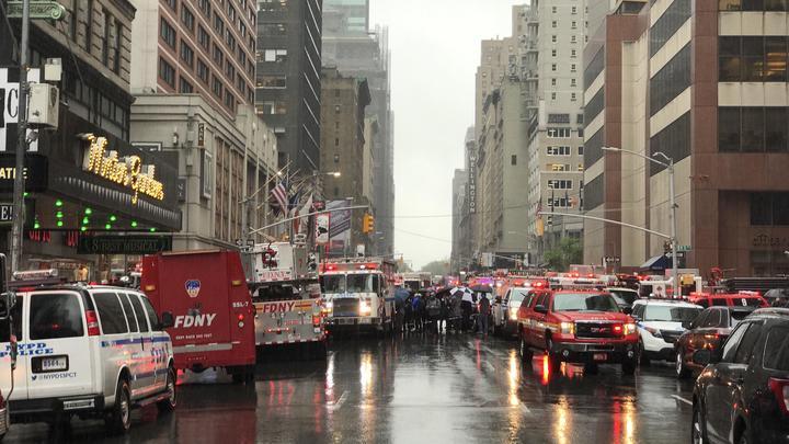 В Нью-Йорке при посадке разбился вертолет - видео