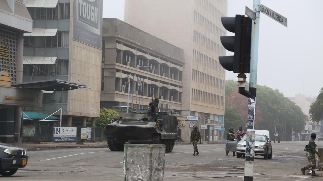 Организаторы военного переворота в Зимбабве арестовали президента Мугабе