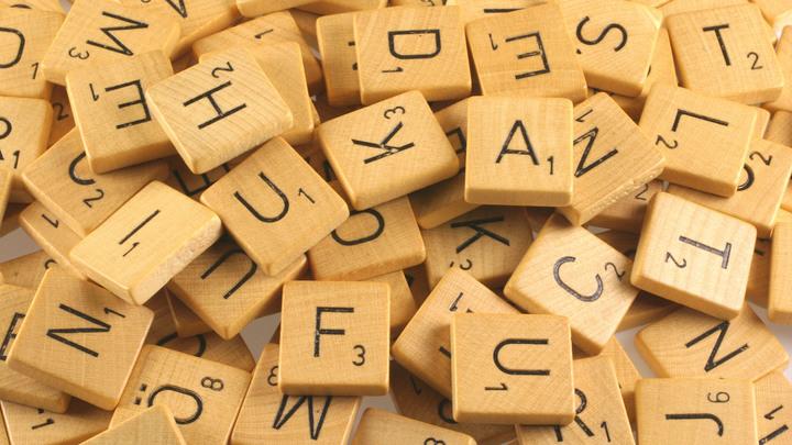 Это не просто буквы, это символы: Эксперт назвал два главных слова года для России