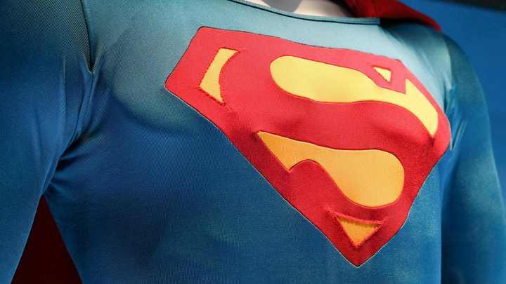 Супергерой в Лиге справедливости не смог сбрить усы из-за Джеймса Бонда
