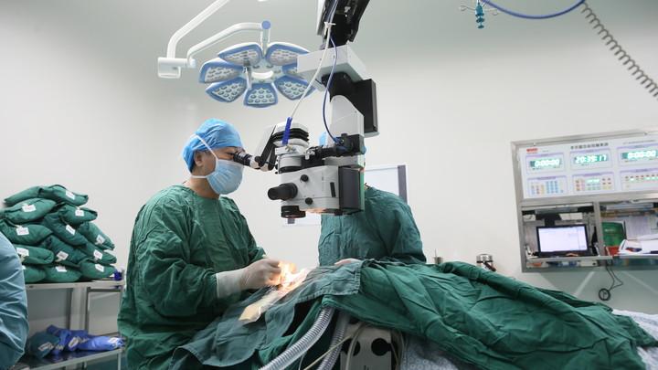 Московские врачи спасли жизнь пациенту с 20-килограммовой опухолью