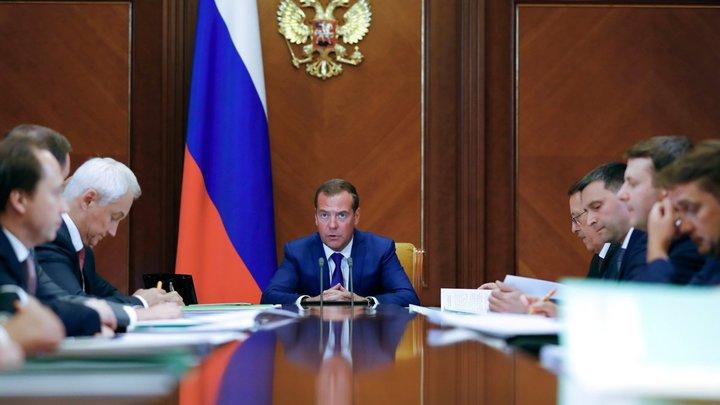 Более 20 млн вложат, а воды не будет: Упавшая на колени перед Медведевым не надеется на помощь. И вот почему