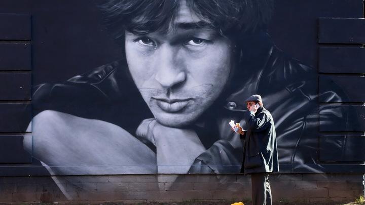 Малопочтенное, пошлое зрелище: Близкие Цоя просят Путина запретить выход фильма Учителя