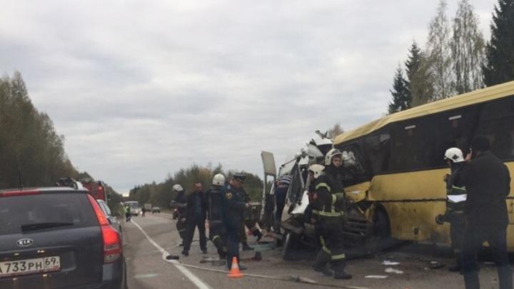 Два автобуса столкнулись под Тверью. Онлайн-трансляция