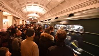 Давка в метро: Проблемы на серой ветке в московской подземке
