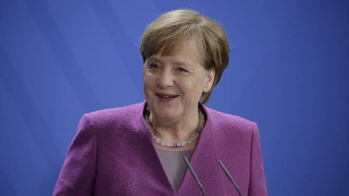 Ангела Меркель отмечает, что речь о бойкоте ЧМ-2018 сборными из Европы не идёт