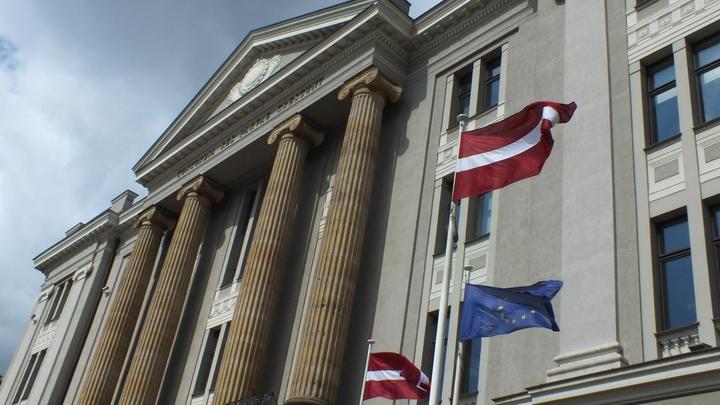 Ушел защитник памятника Освободителям: Мэр Риги Дайнис Турлайс отправлен в отставку