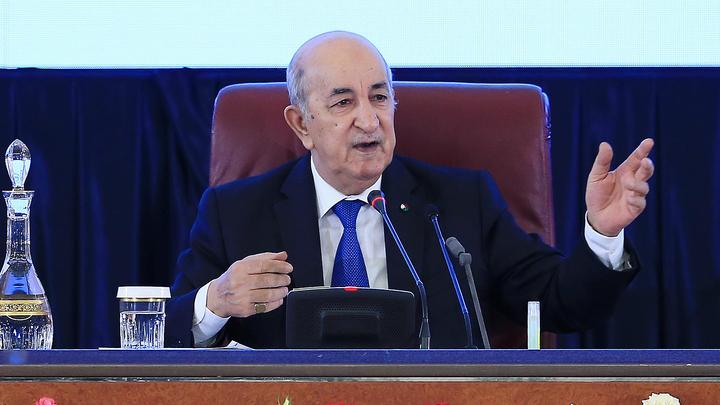 Алжирцы бьют тревогу: Заболевший COVID-19 президент потерялся во время лечения в Германии