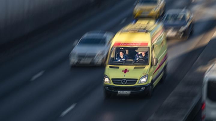 Автобус в Москве протаранил столб у остановки. Пострадали 7 человек