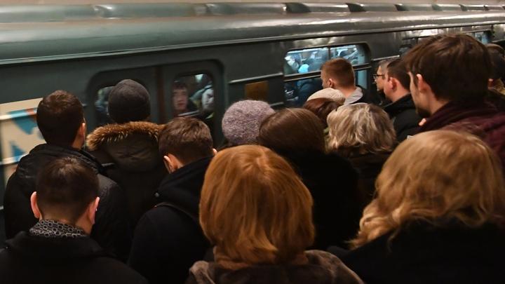Участок красной ветки московского метро может встать в ближайшие часы — источник
