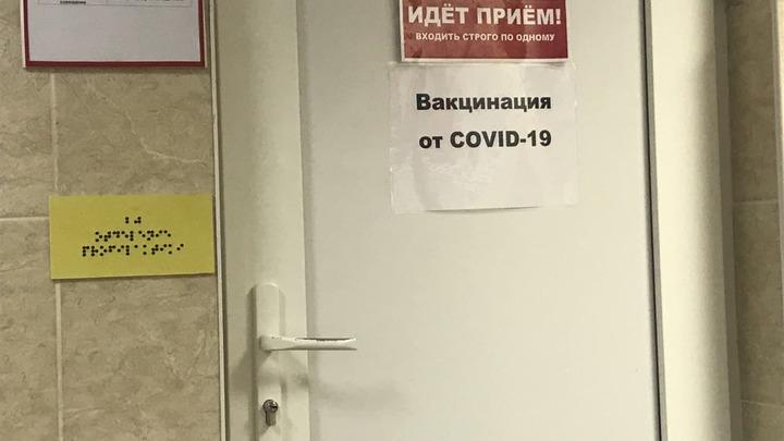 «Приходят, когда хотят».: Минздрав Краснодарского края нашел объяснение большим очередям на прививку