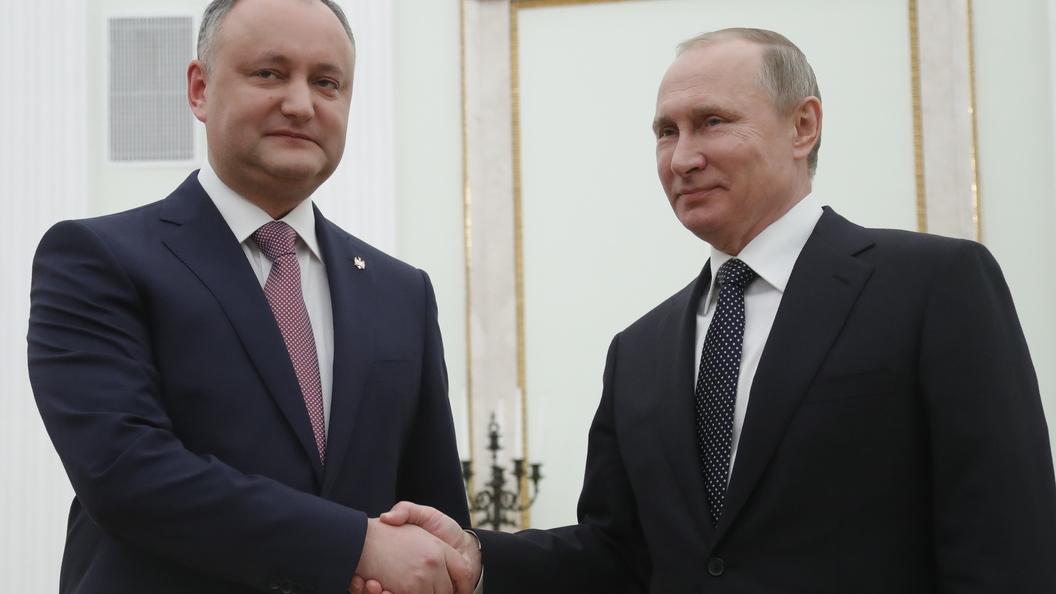 Додон на встрече с Путиным в Петербурге: Все преодолеем