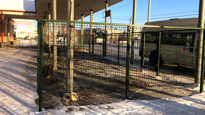 Клетка для людей: В российских городах необычным способом ловят «зайцев»