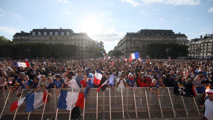 До финала 4 дня, а Париж уже начал гореть - видео