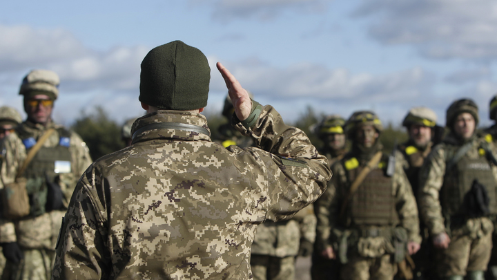Уволить нельзя оставить: Завербованные США офицеры ВСУ поставили командование в тупик