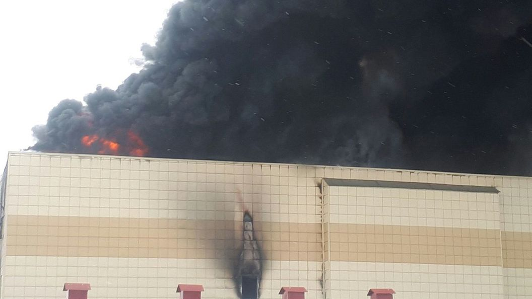 ВСеть попало видео начала пожара вТЦ «Зимняя вишня»