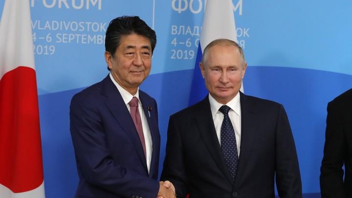 Политик не может допустить ошибок: Премьер Японии подтвердил отставку и пожалел о Курилах
