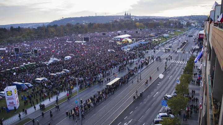 Майдан в Чехии: В Праге несколько сотен тысяч митингующих выдвинули ультиматум премьеру