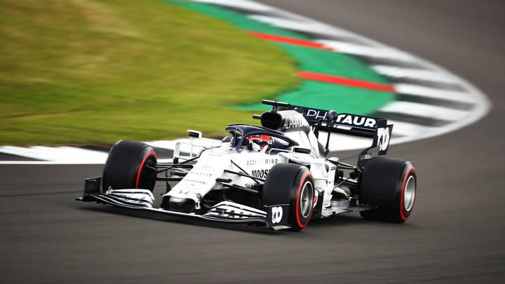 Занесло на повороте: Не преклонивший колено Квят попал в аварию на Формуле-1