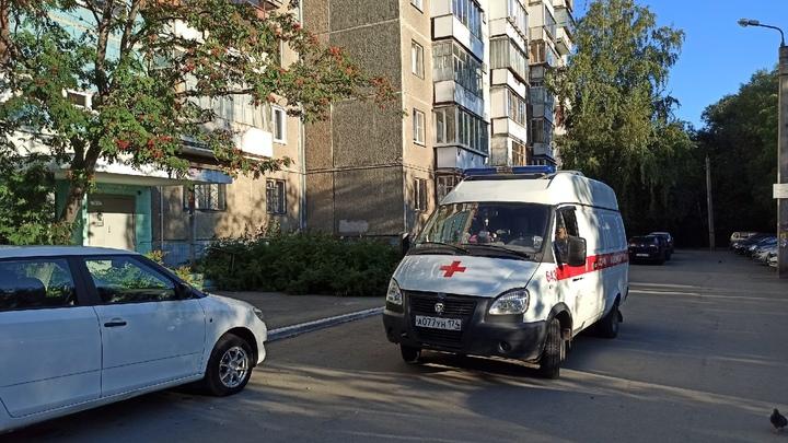 В Челябинске пациенты с температурой стоят в очереди на улице по 5 часов, чтобы пройти КТ