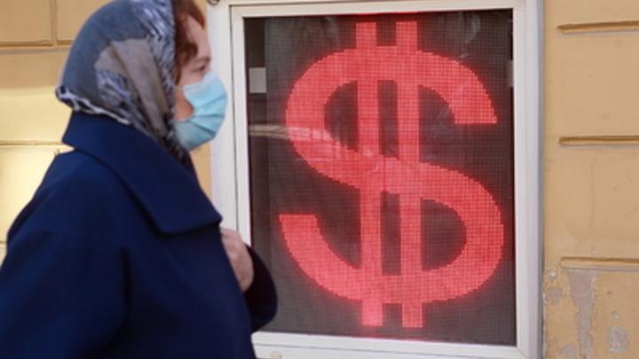 Скоро в обменниках России: За доллар - соточку? Худший сценарий для рубля просчитал экономист