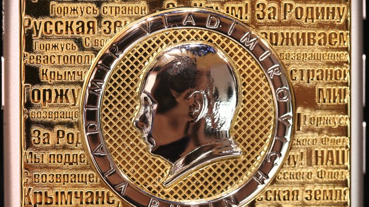 Бриллианты, икра и герб России: Caviar представила свою версию iPhone X за 2,4 млн рублей