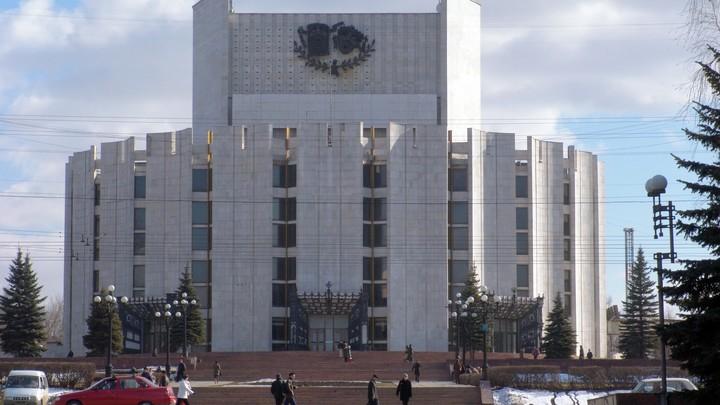 Челябинск накрыло зелёным снегом: В Сети гадают над причиной странного цвета осадков