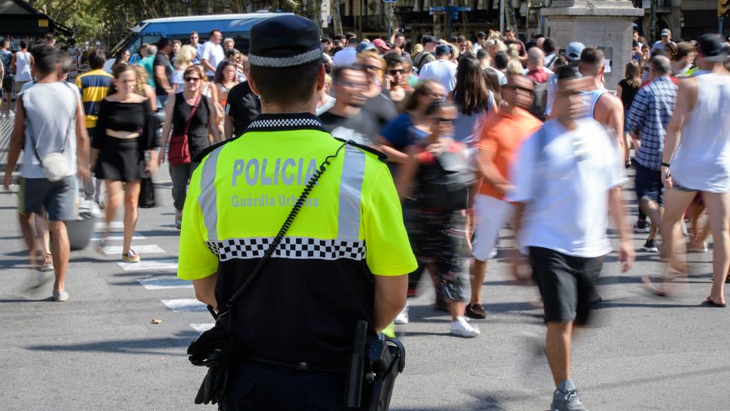 Свыше 100 тысяч испанцев почтили память жертв теракта в Барселоне