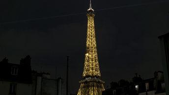 Эйфелевой башне придали феминистский окрас