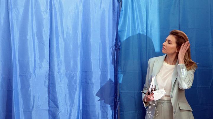 Не в полотенце, и на том спасибо: Супругу Зеленского опять подвергли жёсткой критике за наряд