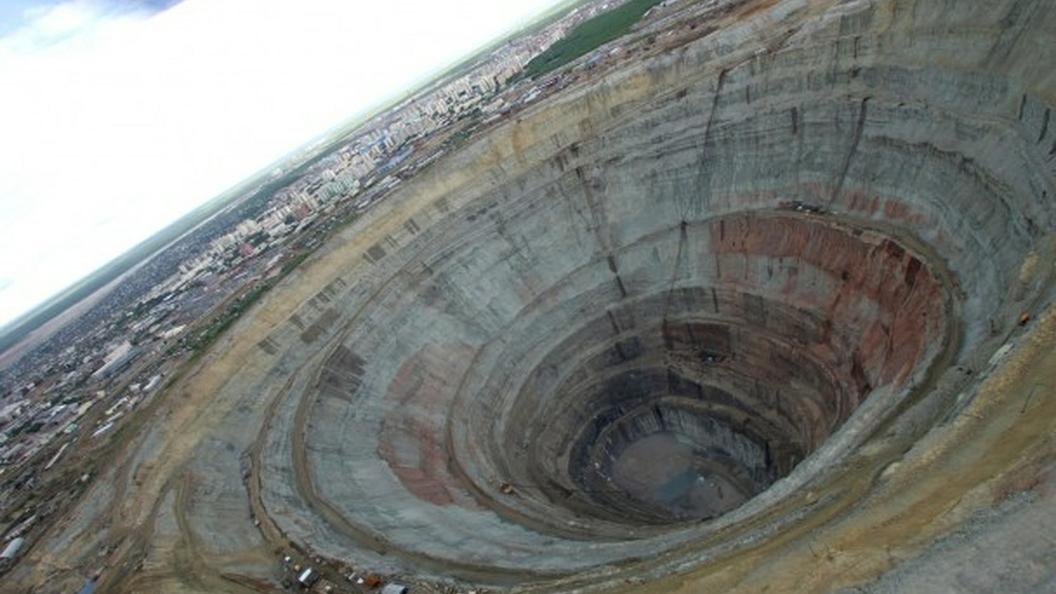 Водолазы работают назатопленных участках шахты Мир в Якутии