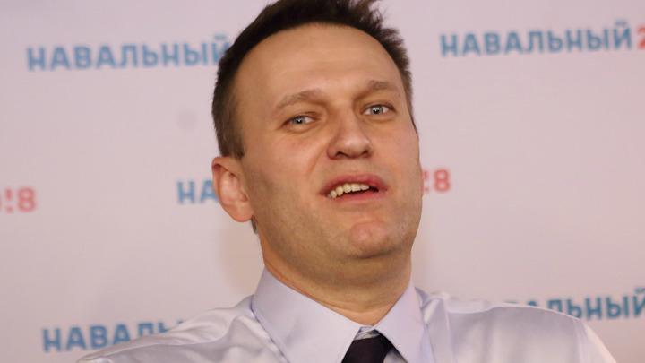Зачем полез в архивы Штази? Биограф Путина одёрнул Навального