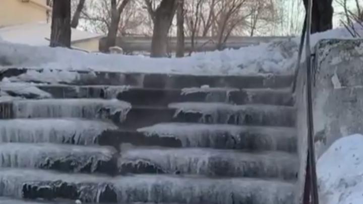 Гейзер, водопад и фонтаны: в Челябинске за зиму произошло 10 крупных коммунальных аварий