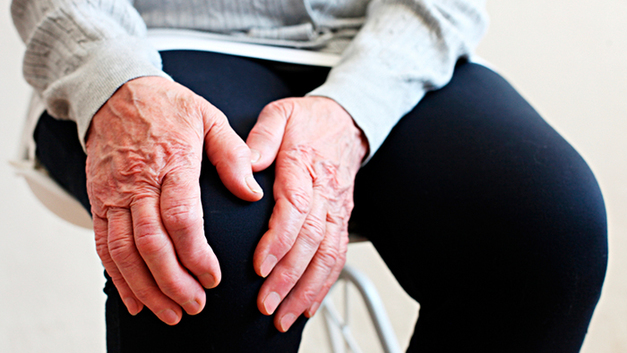 Пенсионерка, упавшая на колени перед Медведевым, – Царьграду: «Это было специально сделано, чтобы меня унизить»