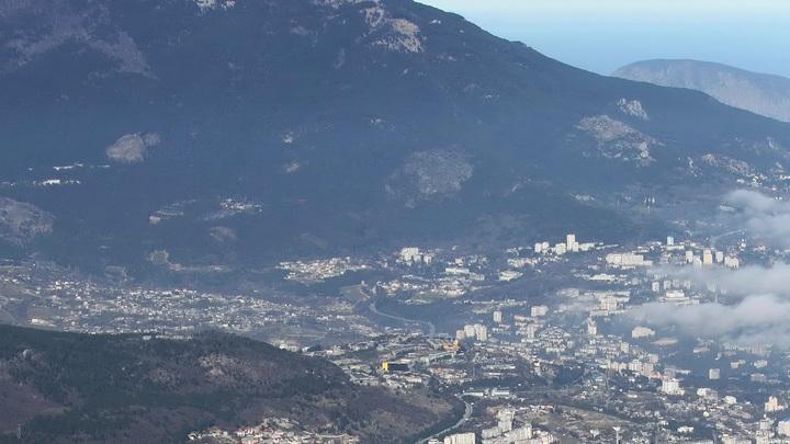 Громкий звук и белый след в небе: жители Симферополя сообщили о мощном взрыве