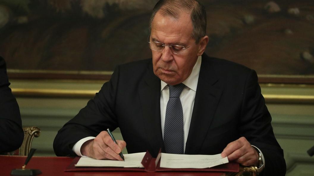 В одном шаге от колоссальной ошибки: Лавров предупредил Порошенко