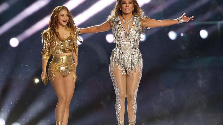 На главной американской игре!: Шакиру и Джей Ло затравили в сети за стриптиз