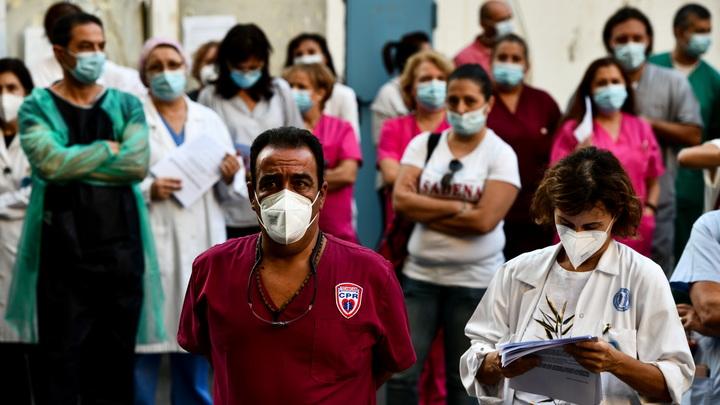Афины гудят: Толпы медиков вышли на улицы против вакцинации