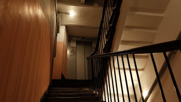 Пенсионера нашли мертвым после ссоры с сыновьями из-за квартиры в Санкт-Петербурге
