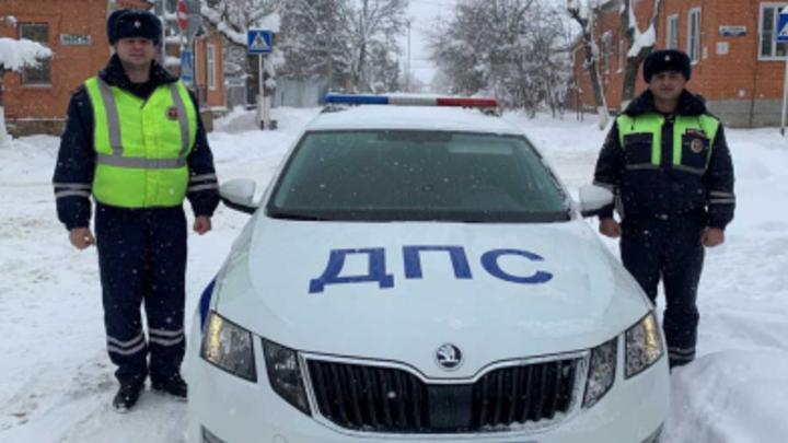 «Поскользнулся и потерял сознание»: В Лабинске сотрудники ДПС спасли от обморожения пенсионера