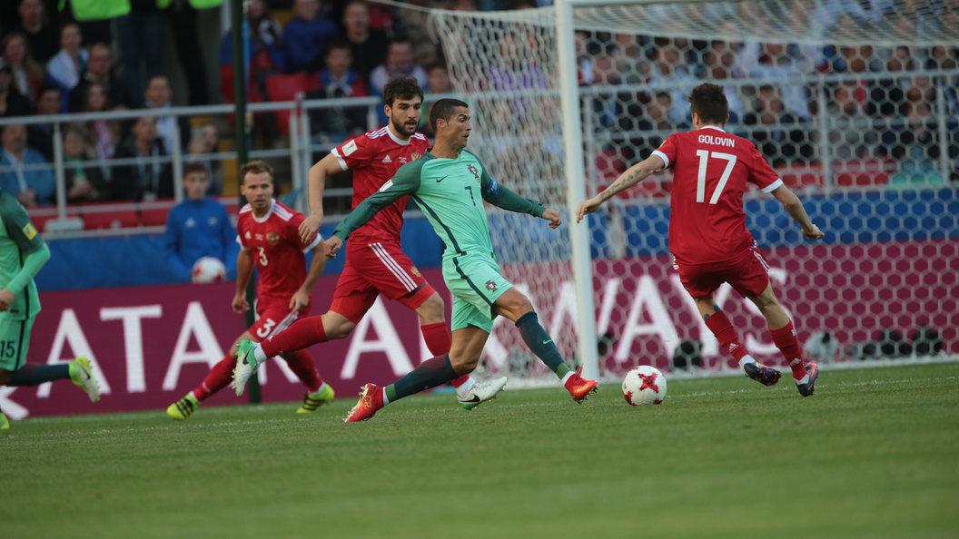 В первом тайме матча Россия - Португалия голом отличился Роналду