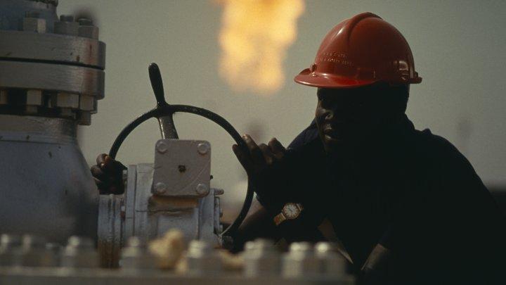 Незаконные врезки в нефтепровод могли стать причиной катастрофического взрыва в Нигерии