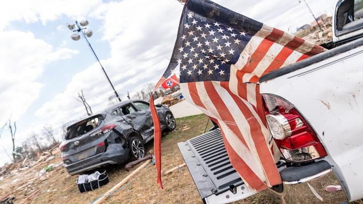Сценарий апокалипсиса: В США массово разворачивают мобильные морги. Люди закупают оружие и патроны