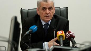 Онищенко оценил запрет на курение у подъездов
